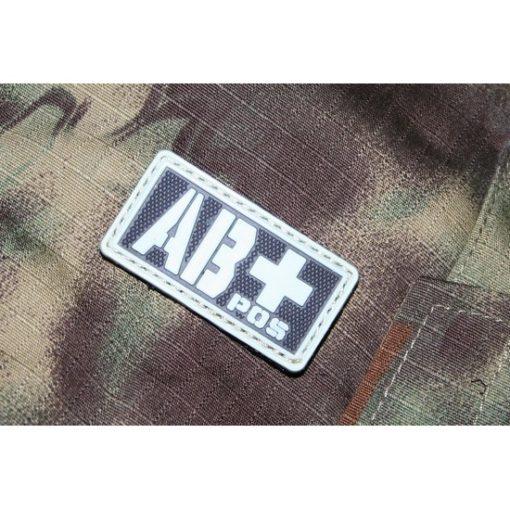Patch militaire Airsoft Groupe Sanguin AB+ noir gris